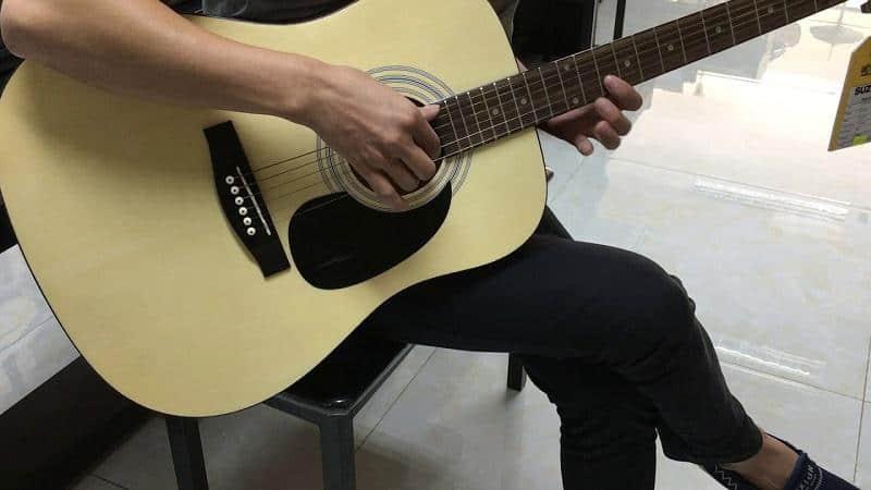 dan-guitar-suzuki